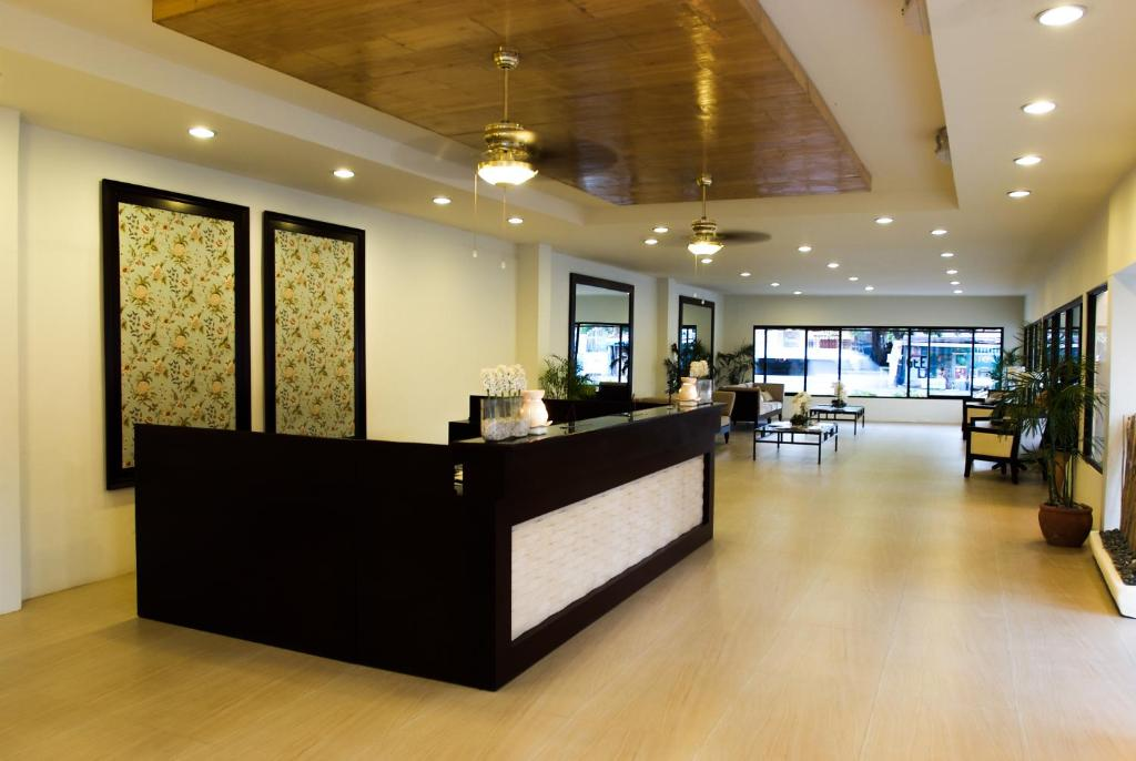 The lobby or reception area at Subic Grand Seas Resort
