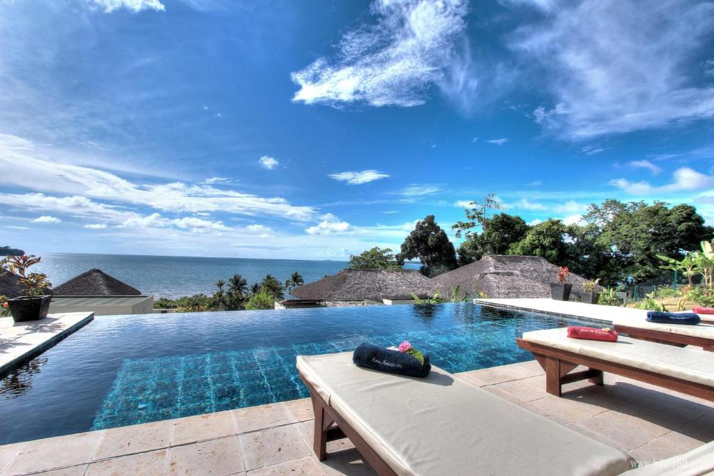 The swimming pool at or near Home Madagascar The Residence
