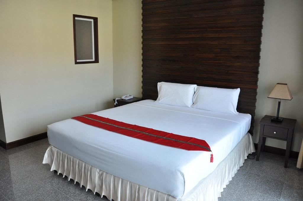A bed or beds in a room at Karon Bay Inn
