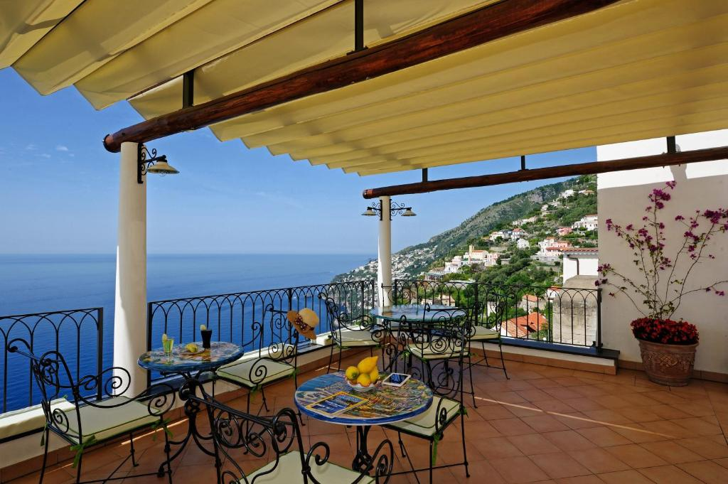 A balcony or terrace at La Casa Del Melograno