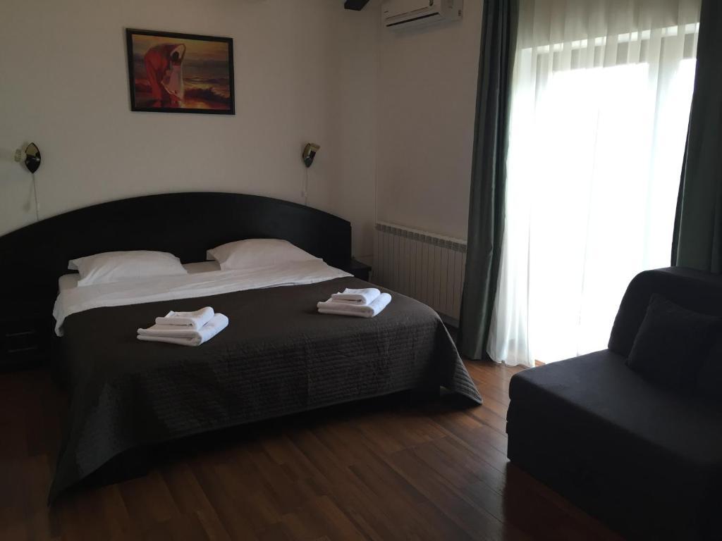 Un pat sau paturi într-o cameră la Casa Transilvania
