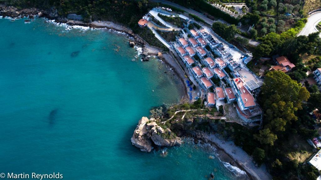 Vue panoramique sur l'établissement Blue Bay