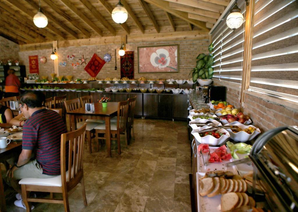 Ресторан / где поесть в Venus Suite Hotel