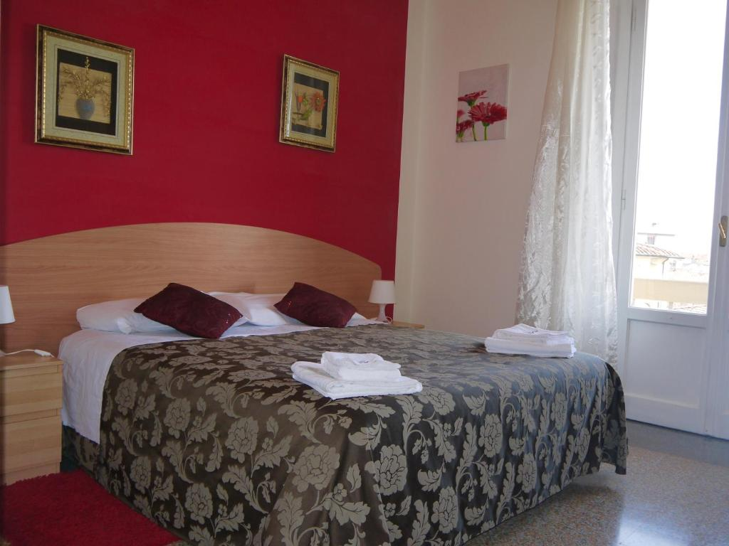A bed or beds in a room at La Campanella