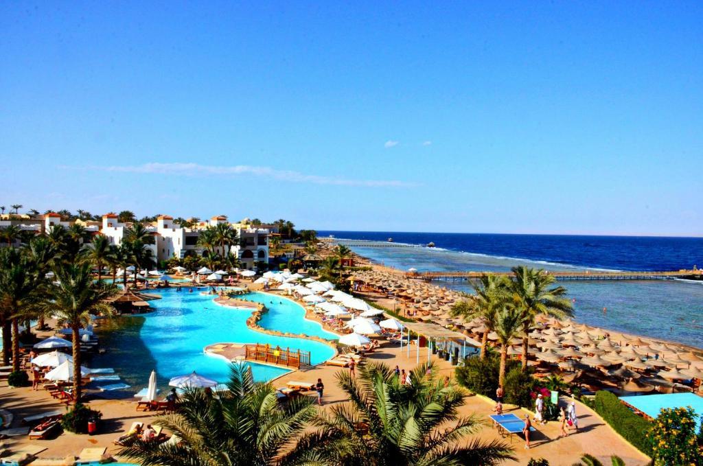 Вид на басейн у Rehana Royal Beach Resort - Aquapark & Spa або поблизу