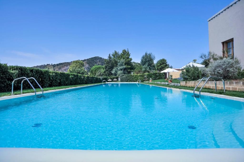 The swimming pool at or near Agrirelais Baglio Di Pianetto