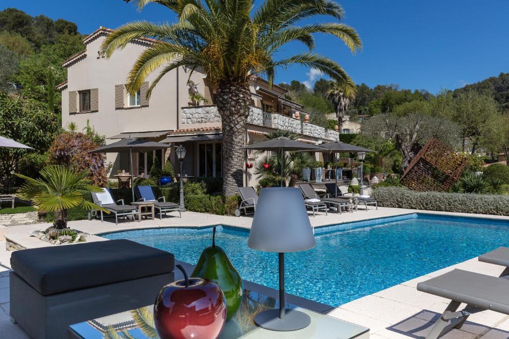 Der Swimmingpool an oder in der Nähe von Villa Cédria