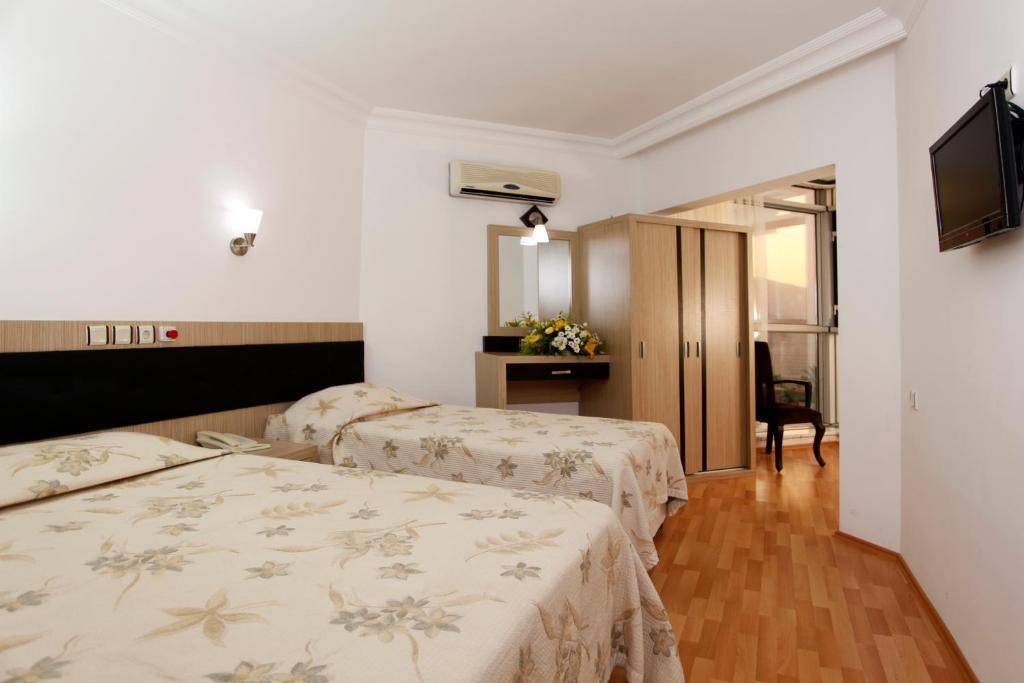 Кровать или кровати в номере Monte Carlo Hotel