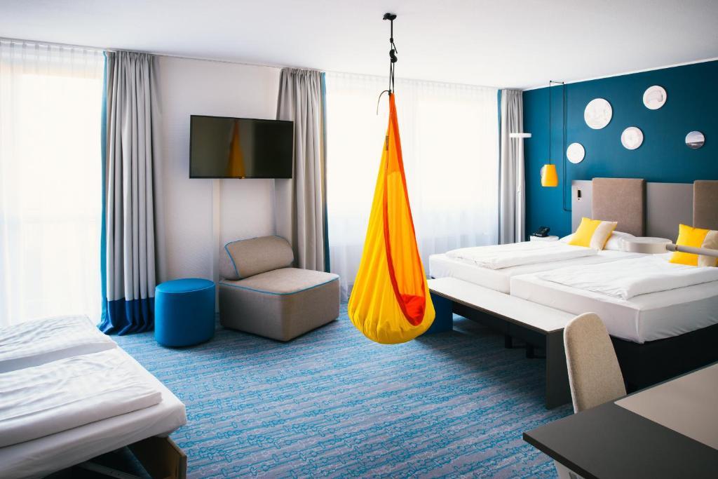 מיטה או מיטות בחדר ב-Vienna House Easy Günzburg