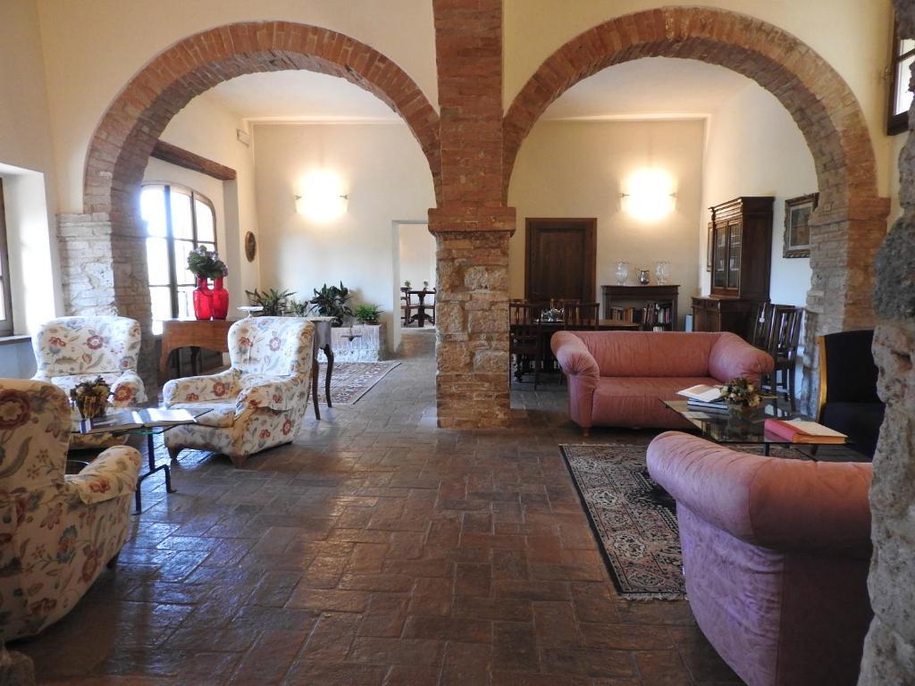 A seating area at Relais Borgo Di Toiano