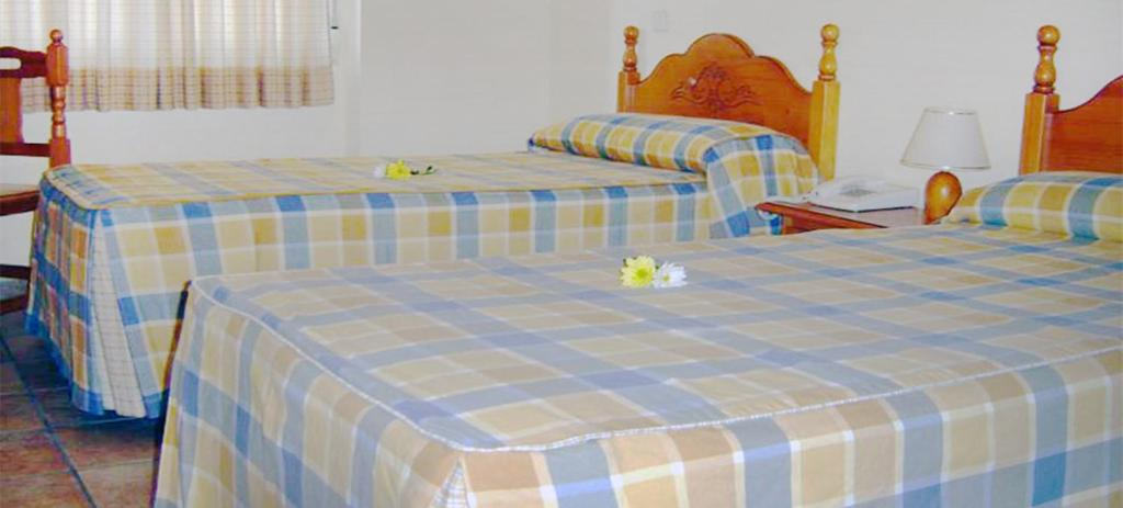 A bed or beds in a room at Hotel Miraflores