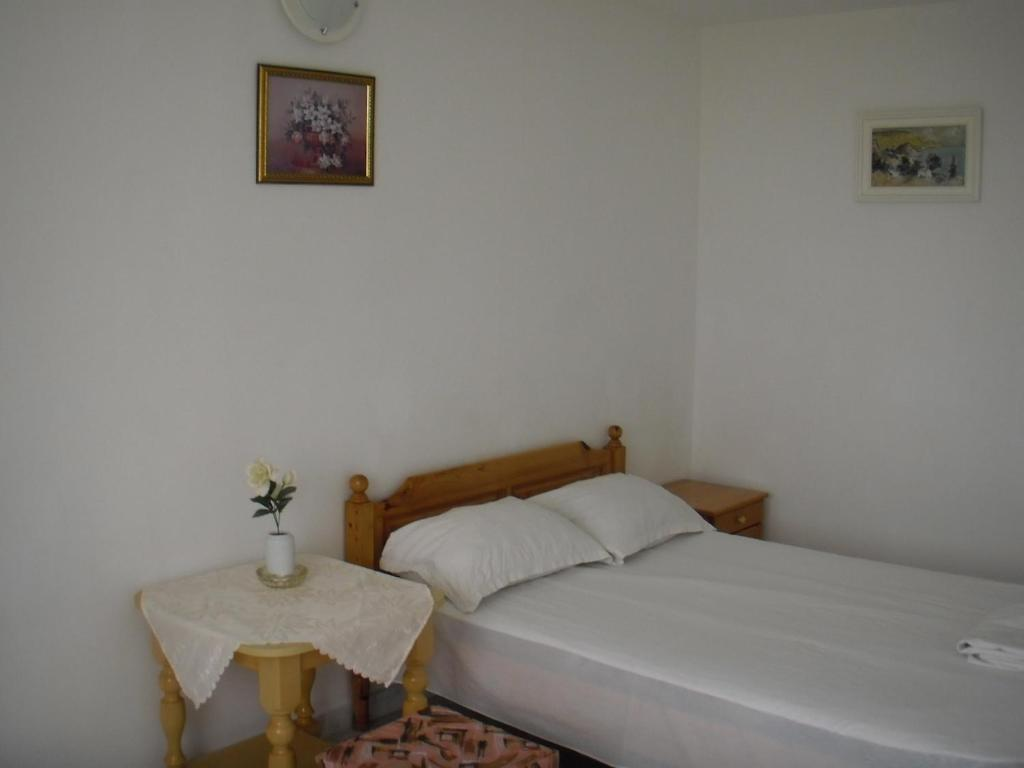 A bed or beds in a room at Guest house Horizont