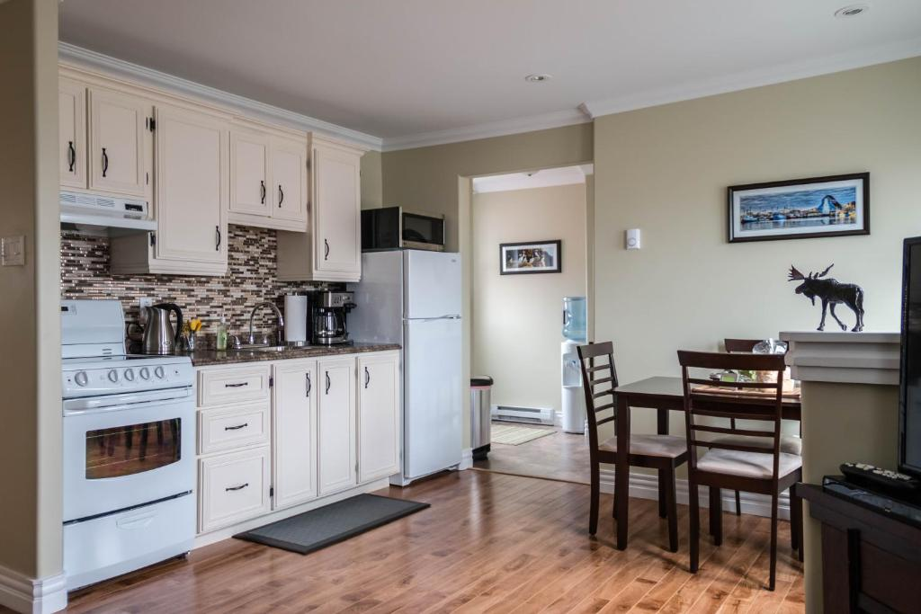 A kitchen or kitchenette at Annies Landing