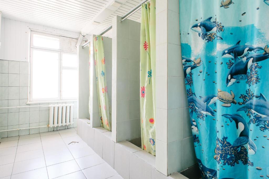 A bathroom at Zvezda Hostel