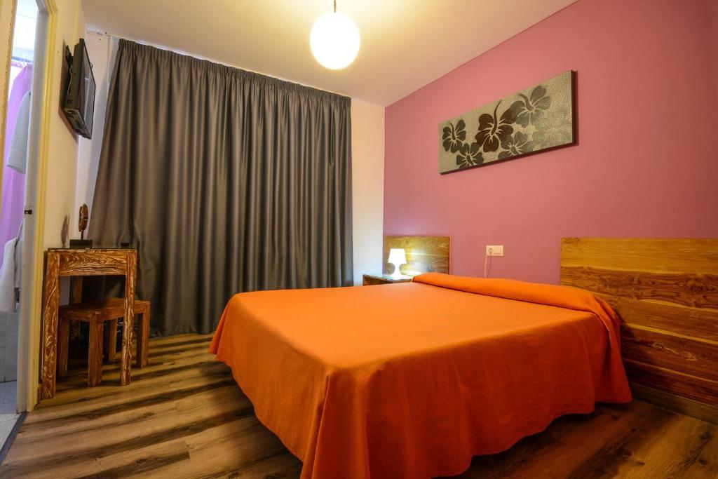 Кровать или кровати в номере Hostal Ancora