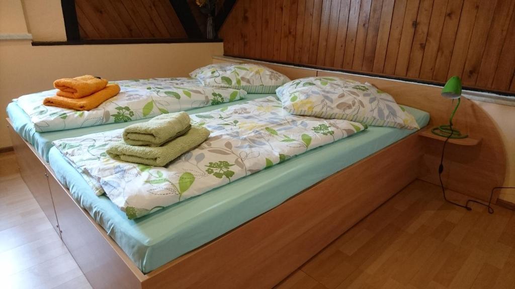 Ein Bett oder Betten in einem Zimmer der Unterkunft Heidebistro