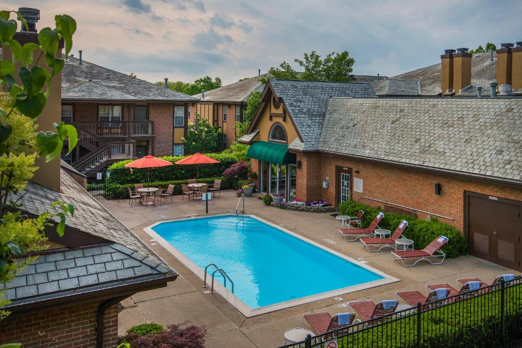 A view of the pool at Cloverleaf Suites Columbus - Dublin or nearby