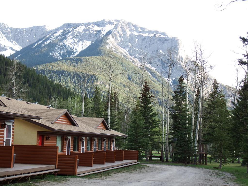 Jasper Gates Resort during the winter