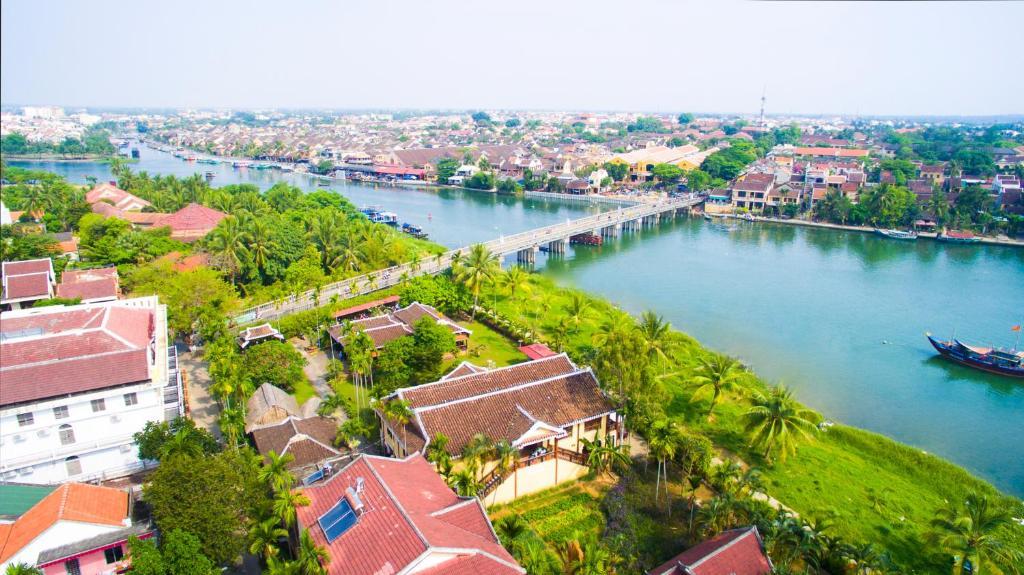 A bird's-eye view of Pho Hoi Riverside Resort