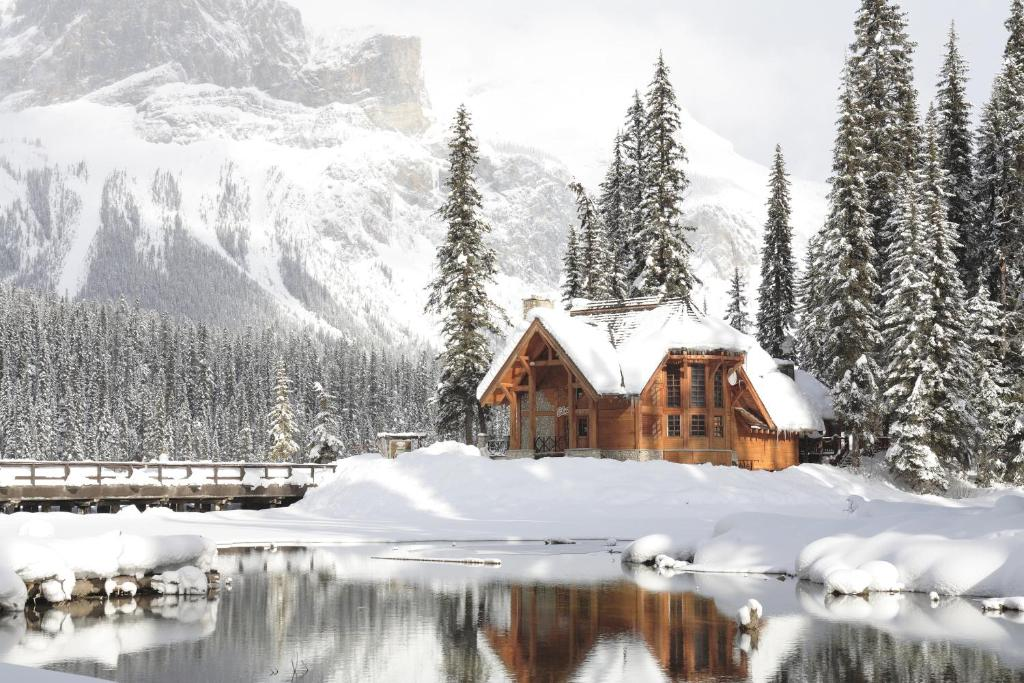 Emerald Lake Lodge during the winter