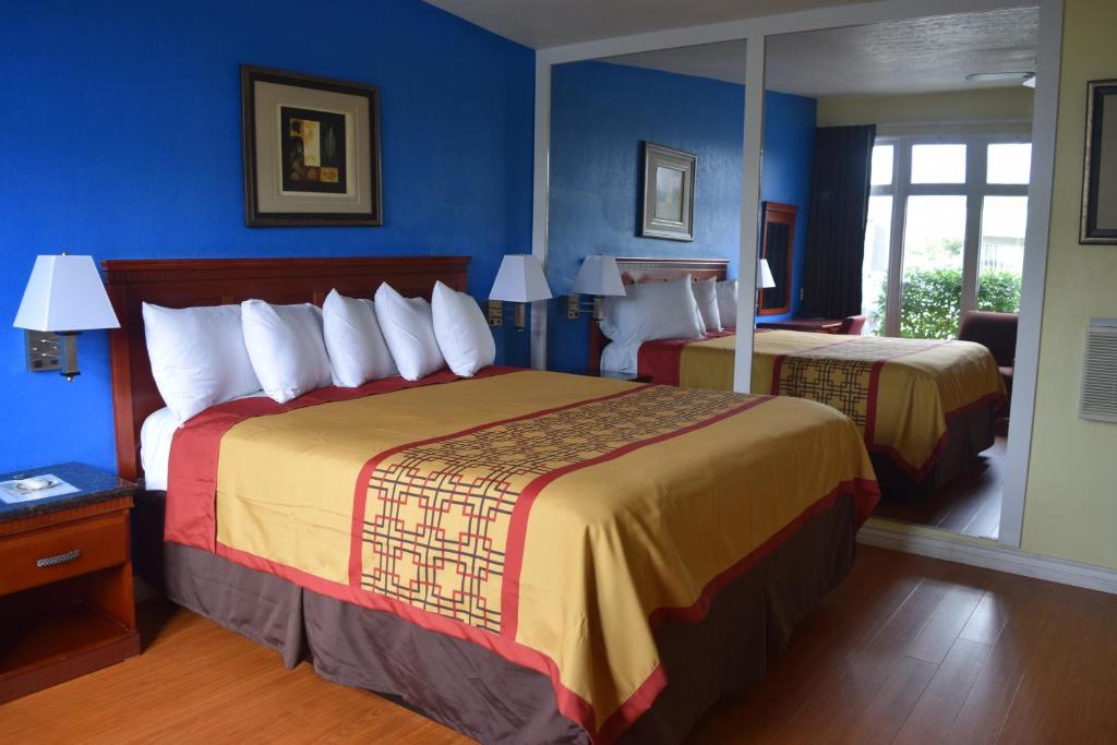 A room at Encore Motel