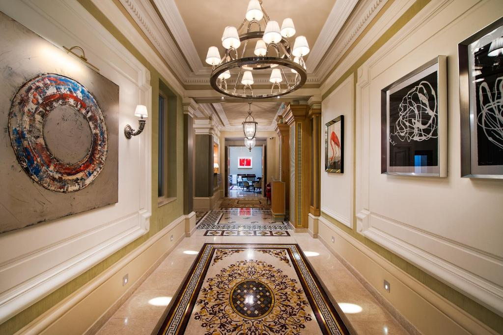 The lobby or reception area at Villa Saint-Honoré