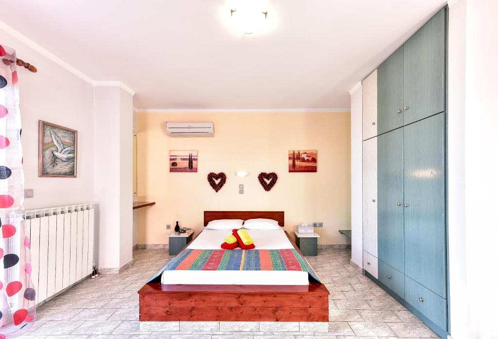 A bed or beds in a room at Aeolos Studios Kefalonia