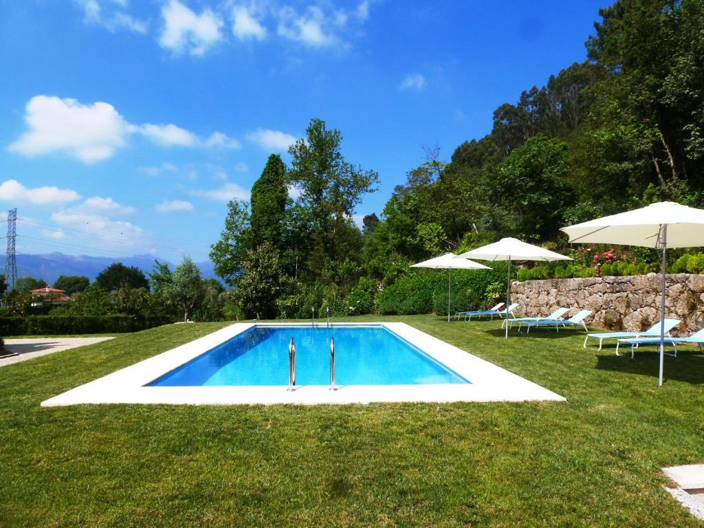 The swimming pool at or near Quinta do Bento