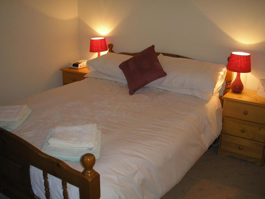 A bed or beds in a room at Northlees Farm