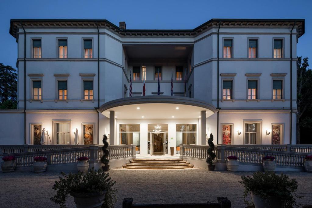 The facade or entrance of Grand Hotel Terme