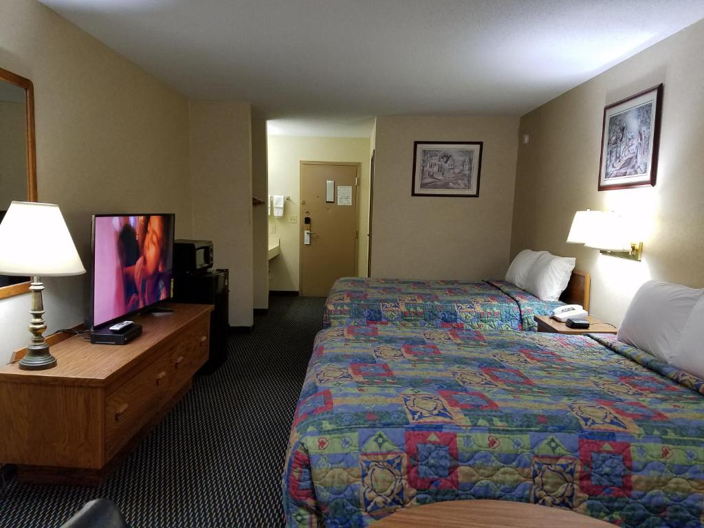 Desoto Inn & Suites
