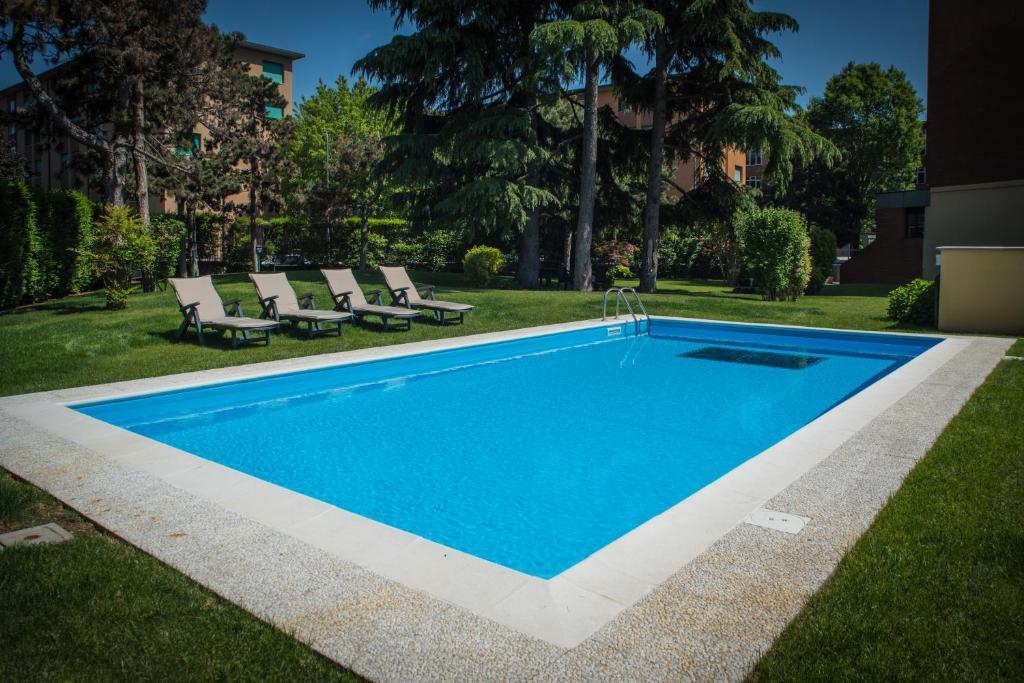 Piscina di Corvetto Residence Porto Di Mare o nelle vicinanze