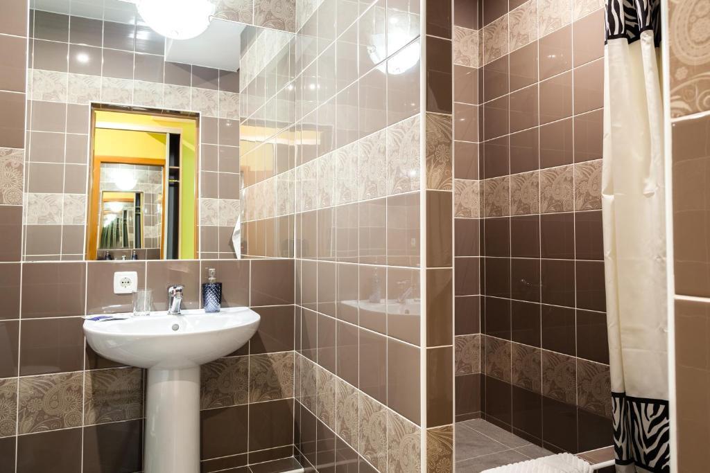 A bathroom at Lexx Hotel
