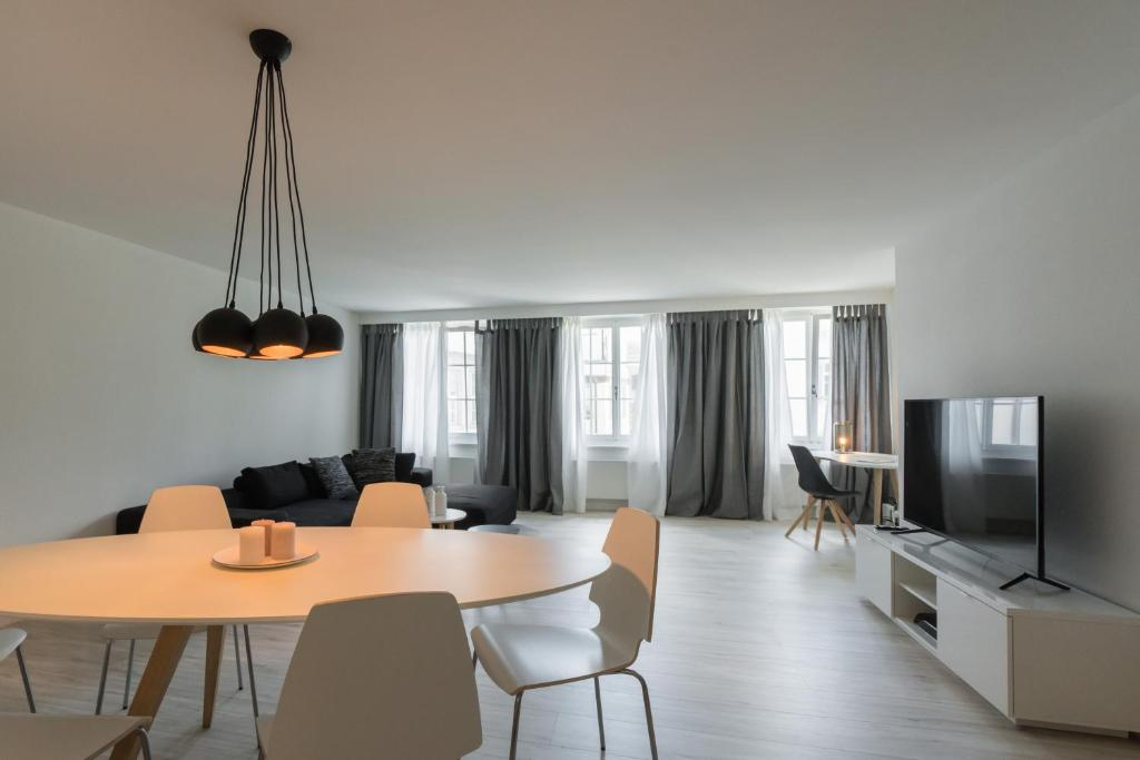 The lounge or bar area at Paradeplatz Apartment by Airhome