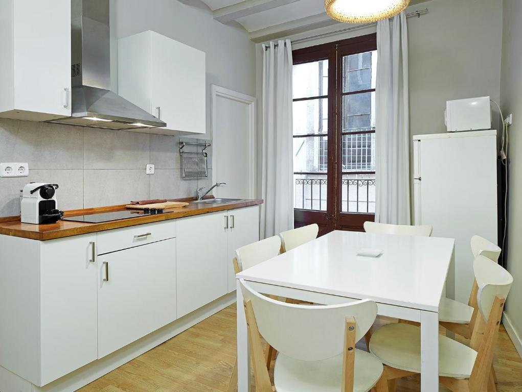 A cozinha ou cozinha compacta de Barcelona Mercaders Apartments