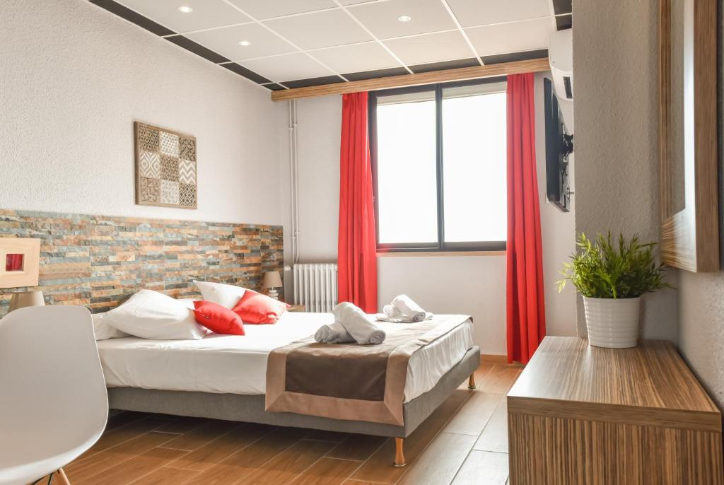 A bed or beds in a room at Mar I Sol Logis