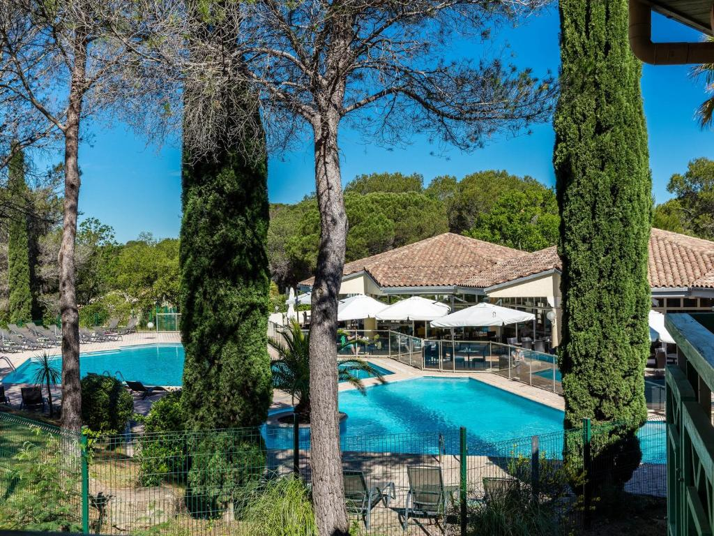 The swimming pool at or close to Garrigae Domaine de l'Esterel