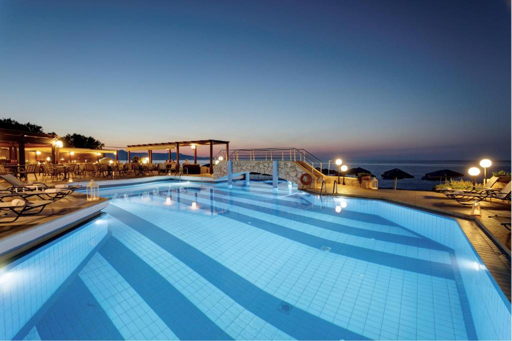 The swimming pool at or close to Indigo Mare