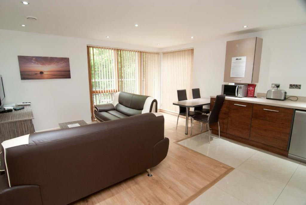 The lounge or bar area at Southampton Serviced Apartments