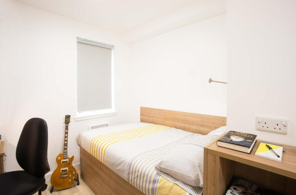 A bed or beds in a room at Cityheart Fort William - Campus Accommodation