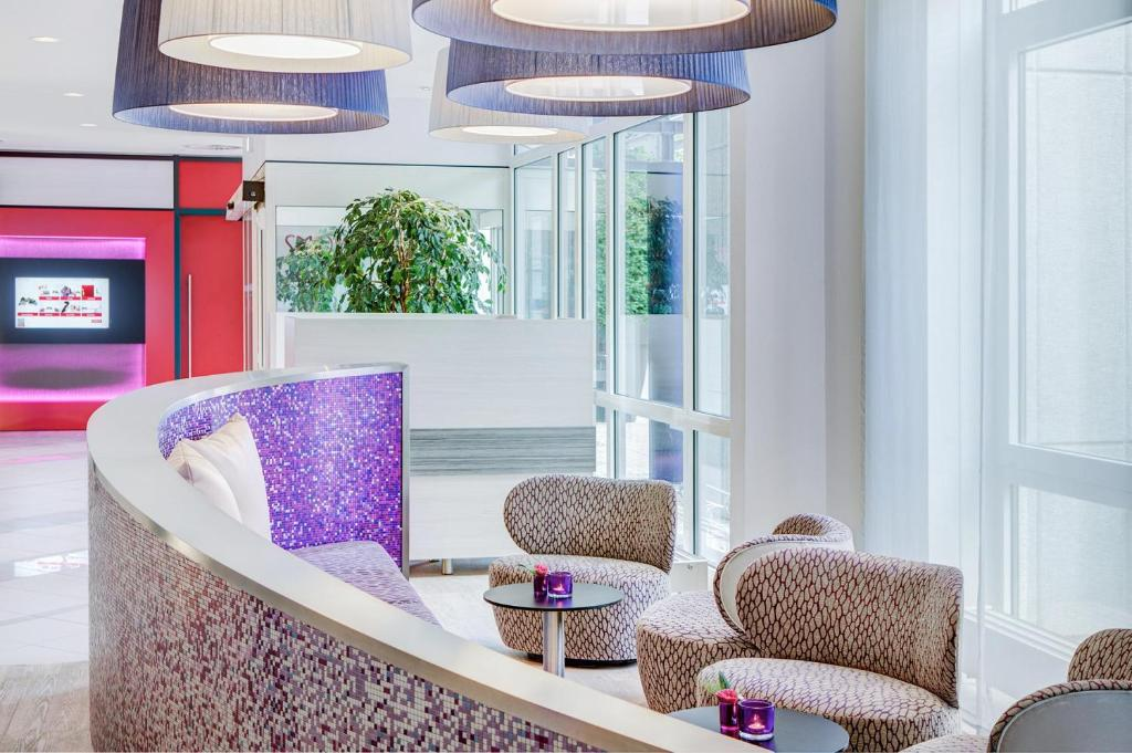 The lobby or reception area at IntercityHotel Rostock