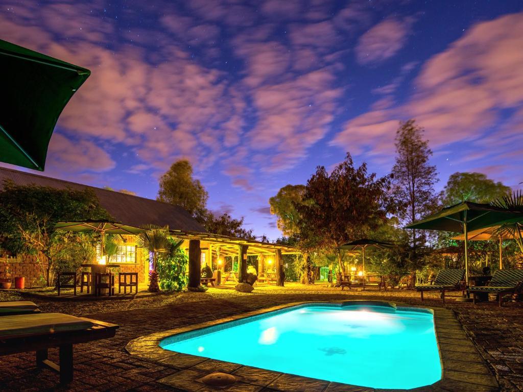 Der Swimmingpool an oder in der Nähe von Urban Camp