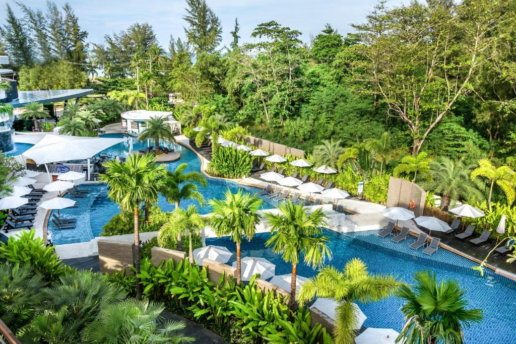 A piscina em ou perto de Novotel Phuket Karon Beach Resort And Spa