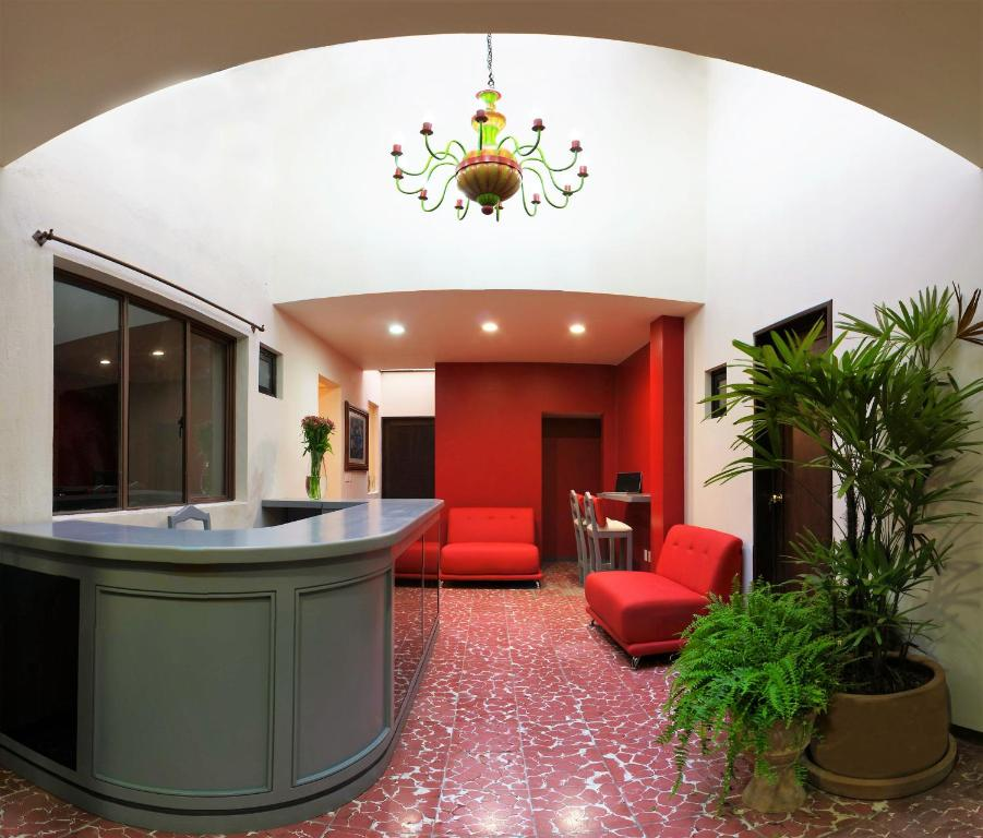 The lobby or reception area at Hostal de Las Américas