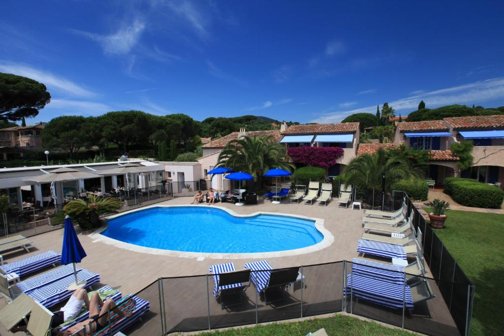 The swimming pool at or near Hotel Les Santolines