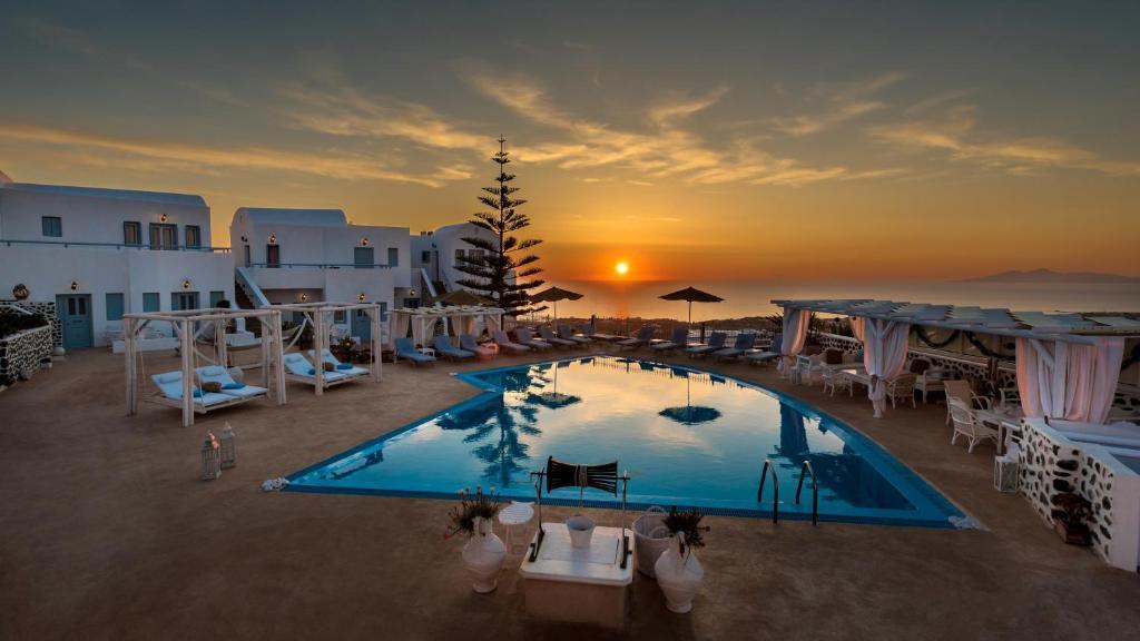 Het zwembad bij of vlak bij Dream Island Hotel