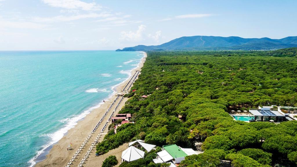 Blick auf Riva Del Sole Resort & SPA aus der Vogelperspektive
