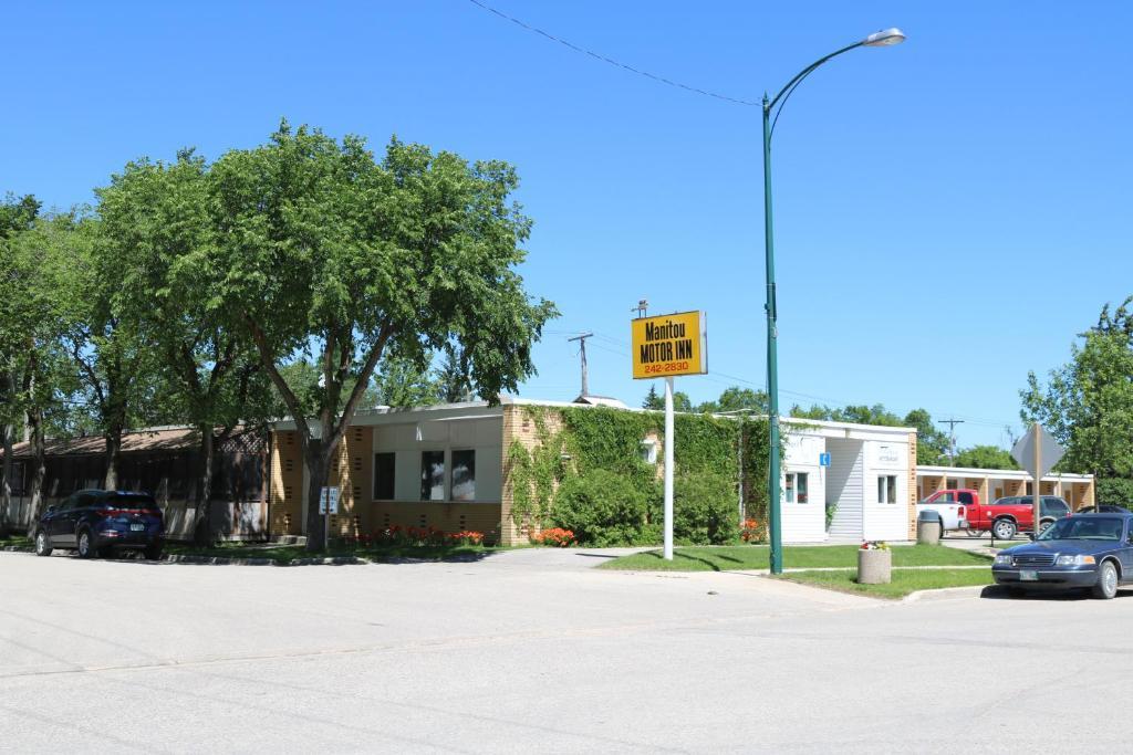 Fasadas ar įėjimas į apgyvendinimo įstaigą Manitou Motor Inn