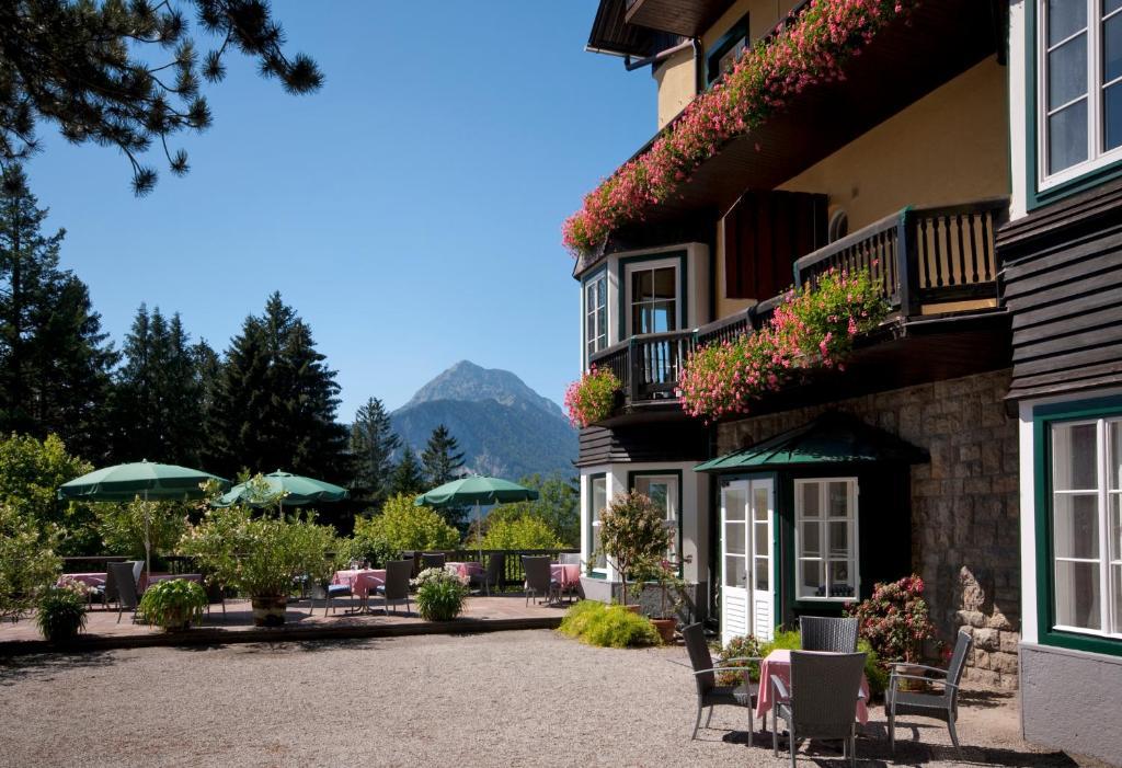Ein Patio oder anderer Außenbereich in der Unterkunft Alpenhotel Gösing