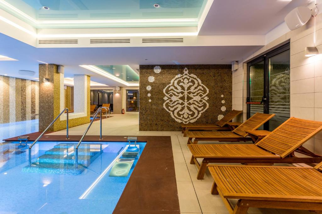 The swimming pool at or near New Splendid Hotel & Spa - Adults Only (+16)